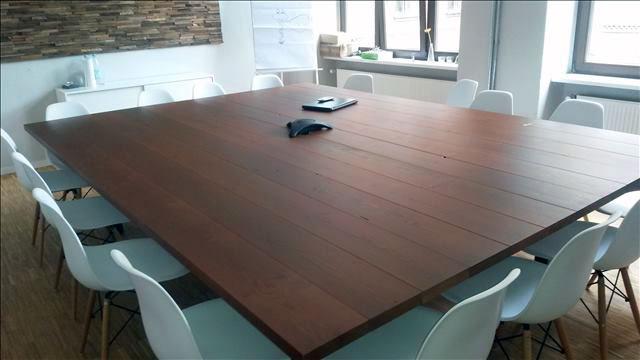 Maßangefertigter Konferenztisch