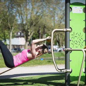 Stretching-Vorteile: Beweglichkeit wird erhöht, Stress wird verringert, Hilfe bei Entspannung.