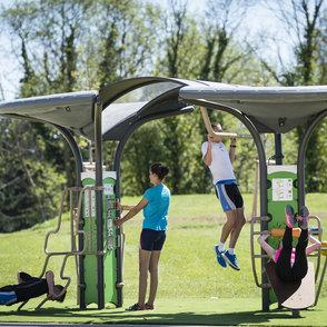 Out&Fit: ... für 6 Benutzer mit mehr als 48 Fitnessübungen.