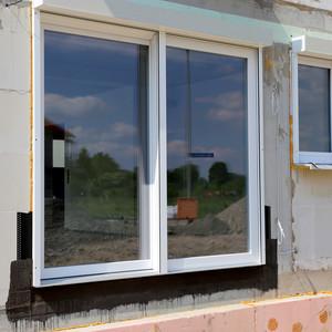 Wartungsarbeiten an Türen und Fenster. Intervall- Wartungsarbeiten wie Prüfung, Einstell und Reparaturen.