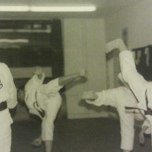Kick-Übungen im alten Karate- /aekwondo-stil