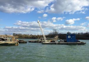 Aqua-Nautik birgt Kiesförderanlage nach Sturmtief