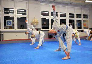Gymnastik und Fitnesstraining zur Stärkung der körperlichen und geistigen Leistungsfähigkeit in Weimar