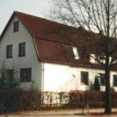 Anbau an ein Wohnhaus Erd-, Mauer-, Stahlbeton-, Putz-, Zimmerer- und Dachdeckerarbeiten