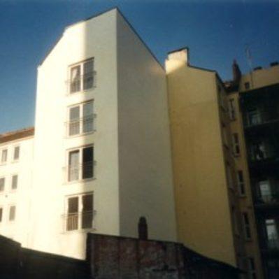 Herstellung von großen Fensteröffnungen, Einbau von Balkongittern, Fassadeninstandsetzung