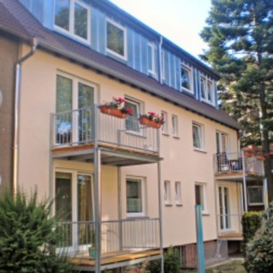 Erneuerung der Fenster und der Haustechnik sowie der Balkone (Rückfront des Hauses)