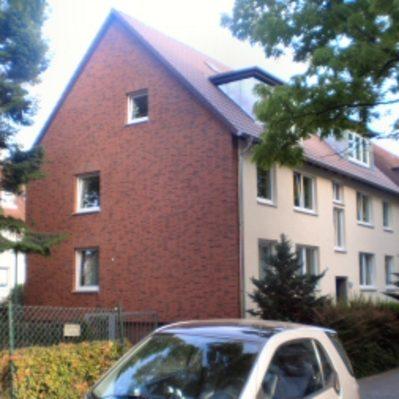Erneuerung der Dachdeckung inklusive Dämmung, Optimierung der Dachgauben, Anbau einer Wärmeverbundfassade