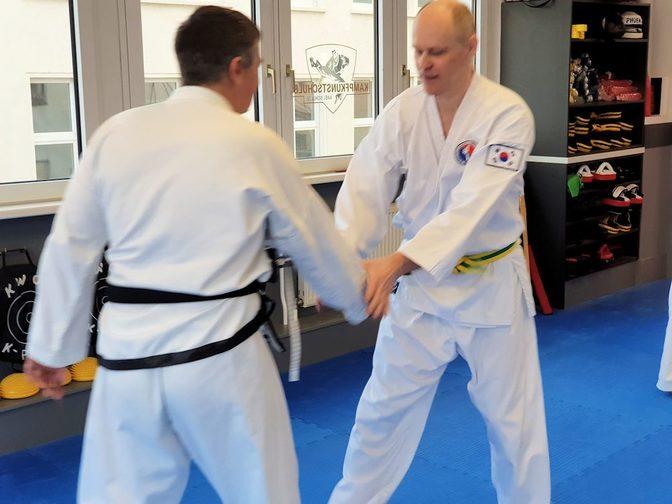 Seminar zum Thema Messerkampf in der Kampfsportschule Jena im Februar 2019