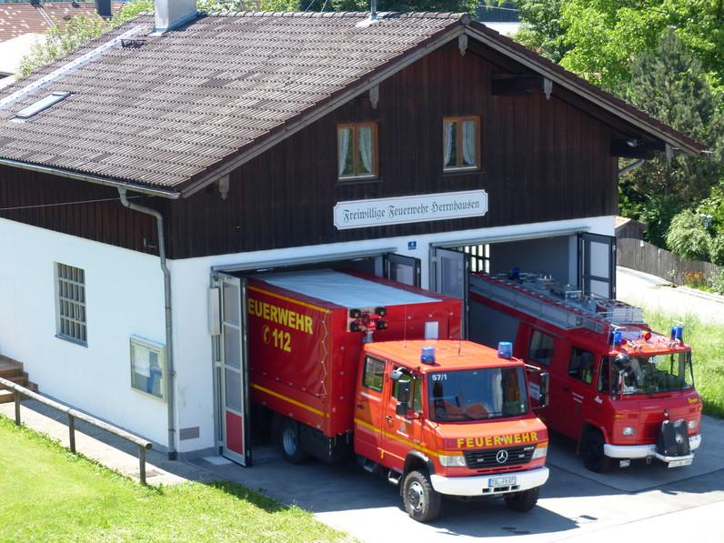 Freiwillige Feuerwehr Herrnhausen, Feuerwehrhaus mit Fahrzeugen