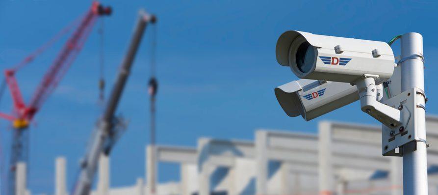 Überwachungskameras auf einer Baustelle